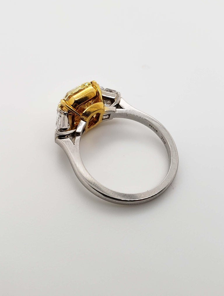 Scarselli 4 Carat Fancy Intense Yellow Radiant Diamond Ring 'VVS2' Platinum GIA In New Condition For Sale In New York, NY