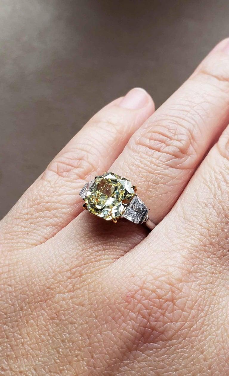 Scarselli 4 Carat Fancy Intense Yellow Radiant Diamond Ring 'VVS2' Platinum GIA For Sale 1