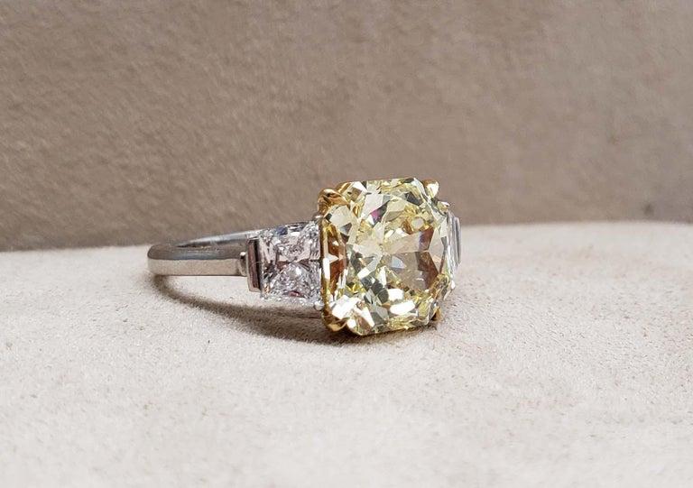 Scarselli 4 Carat Fancy Intense Yellow Radiant Diamond Ring 'VVS2' Platinum GIA For Sale 2