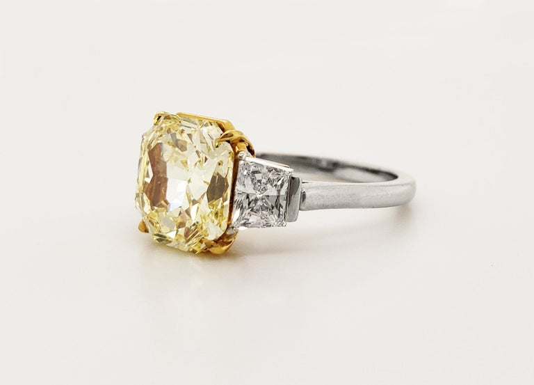 Scarselli Platinum Ring 4 Carat Yellow Radiant Diamond VVS2 GIA Certified For Sale 2