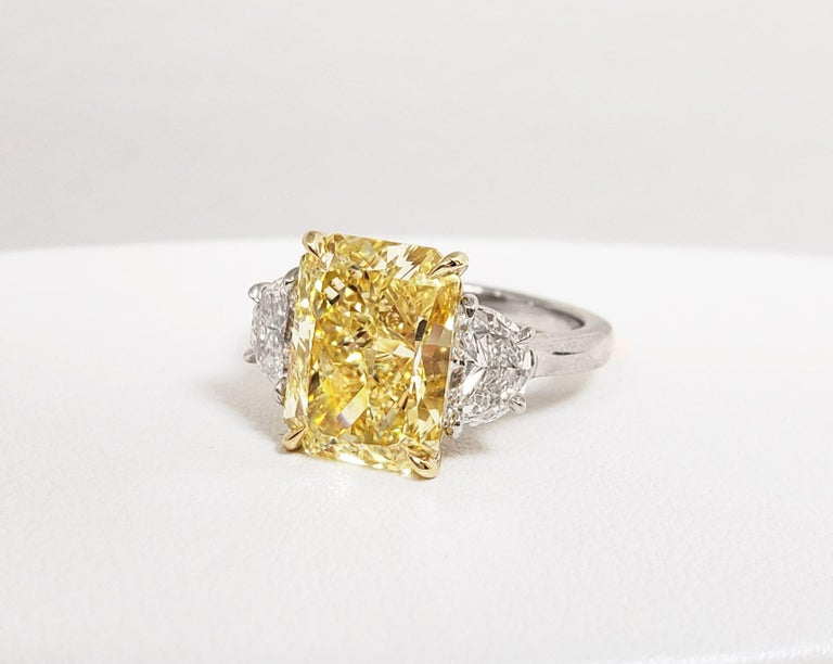Scarselli 5 Carat Fancy Intense Yellow Diamond Ring in Platinum GIA Certified In New Condition For Sale In New York, NY