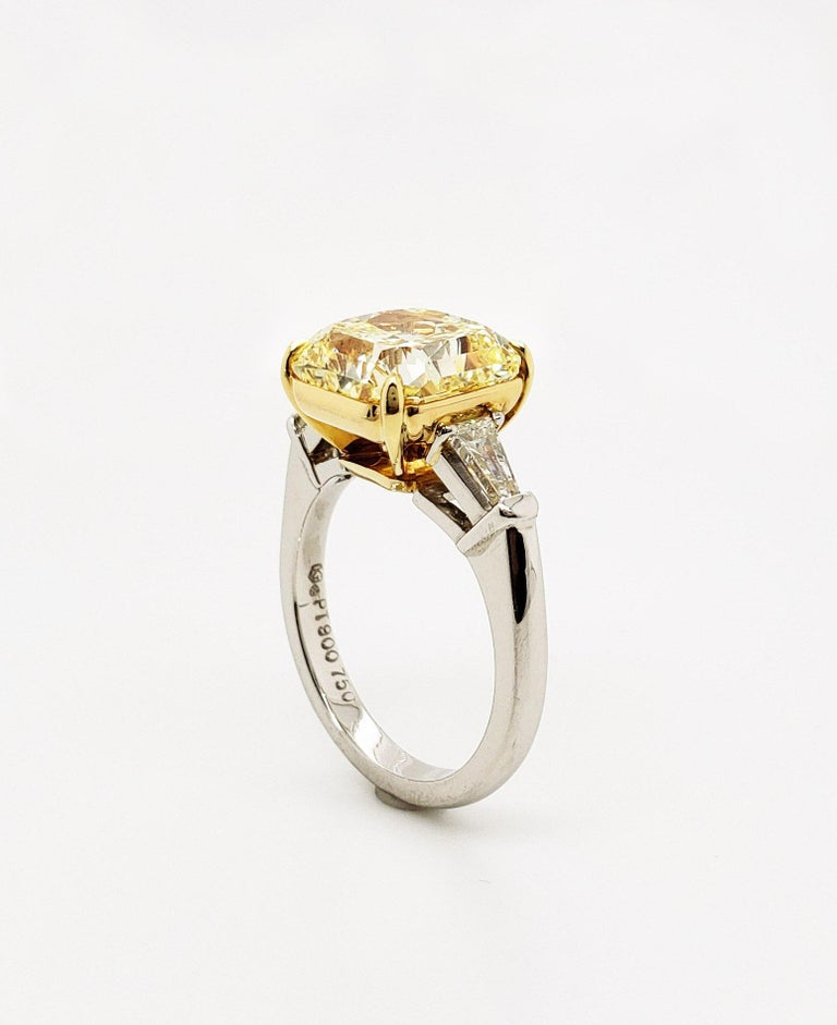 Scarselli 6 Carat Fancy Intense Yellow Radiant Diamond Ring in Platinum VS1 GIA In New Condition For Sale In New York, NY