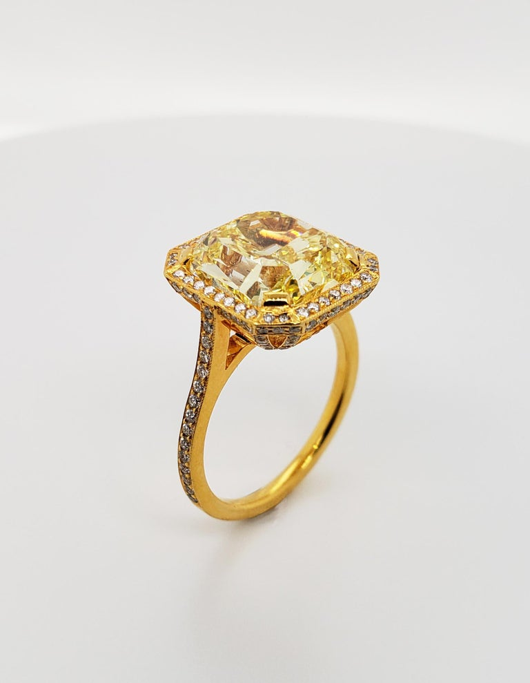 Contemporary Scarselli 6.70 Carat Fancy Vivid Yellow Radiant Cut Diamond Ring VS2 GIA For Sale