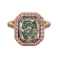Scarselli Fancy Yellow-Green 5.01 Carat Radiant Diamond Ring in 18 Karat Gold