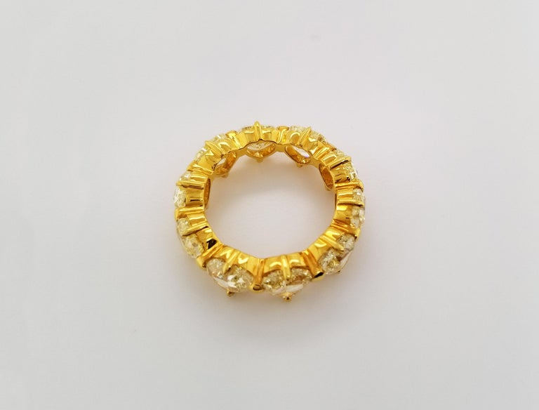 Contemporary Scarselli Heart Band Ring in 18 Karat Gold with Natural Yellow Diamonds For Sale