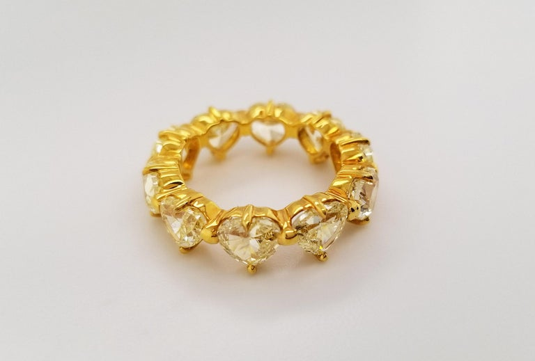 Scarselli Heart Band Ring in 18 Karat Gold with Natural Yellow Diamonds In New Condition For Sale In New York, NY