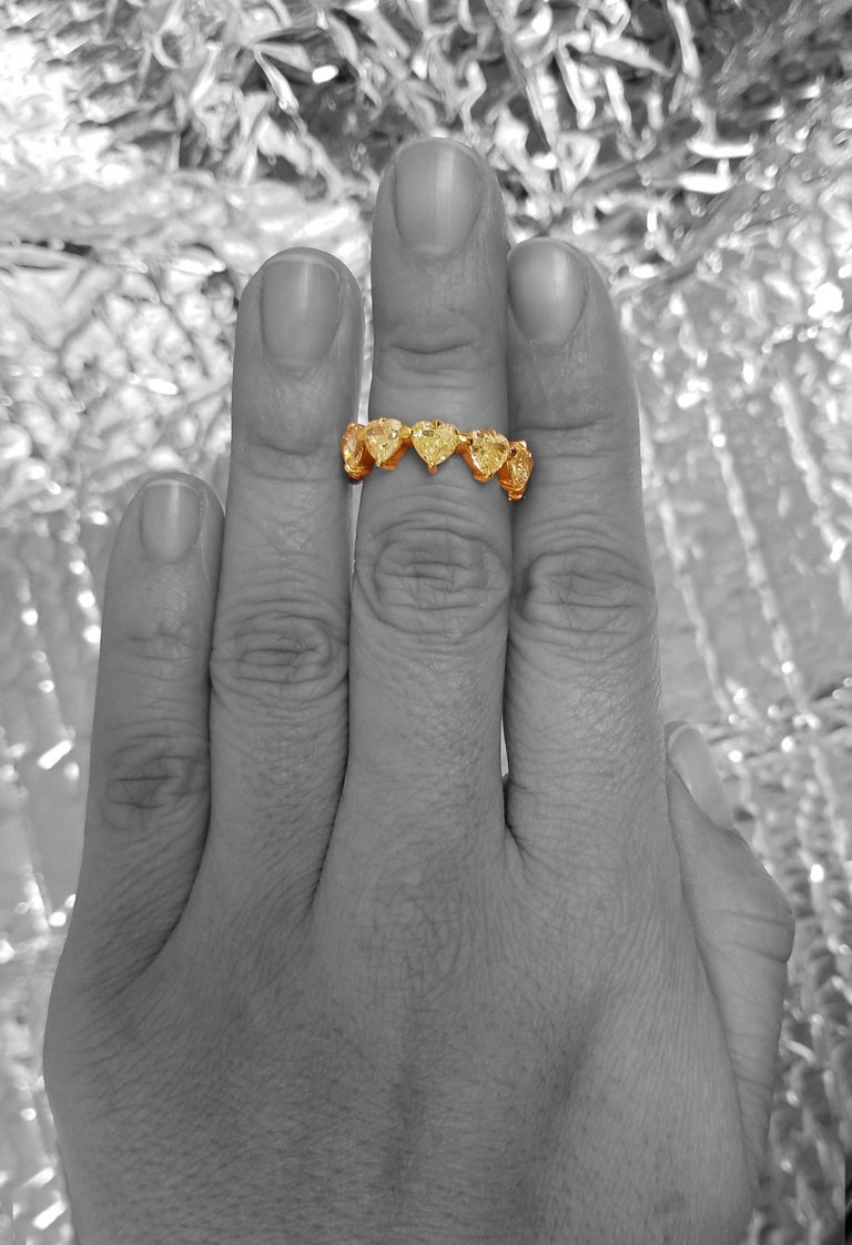 Scarselli Heart Band Ring in 18 Karat Gold with Natural Yellow Diamonds For Sale 1