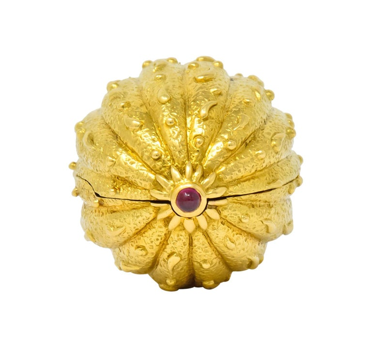 Round Cut Schlumberger Tiffany & Co. Ruby 18 Karat Gold Walnut Pill Box, circa 1960 For Sale