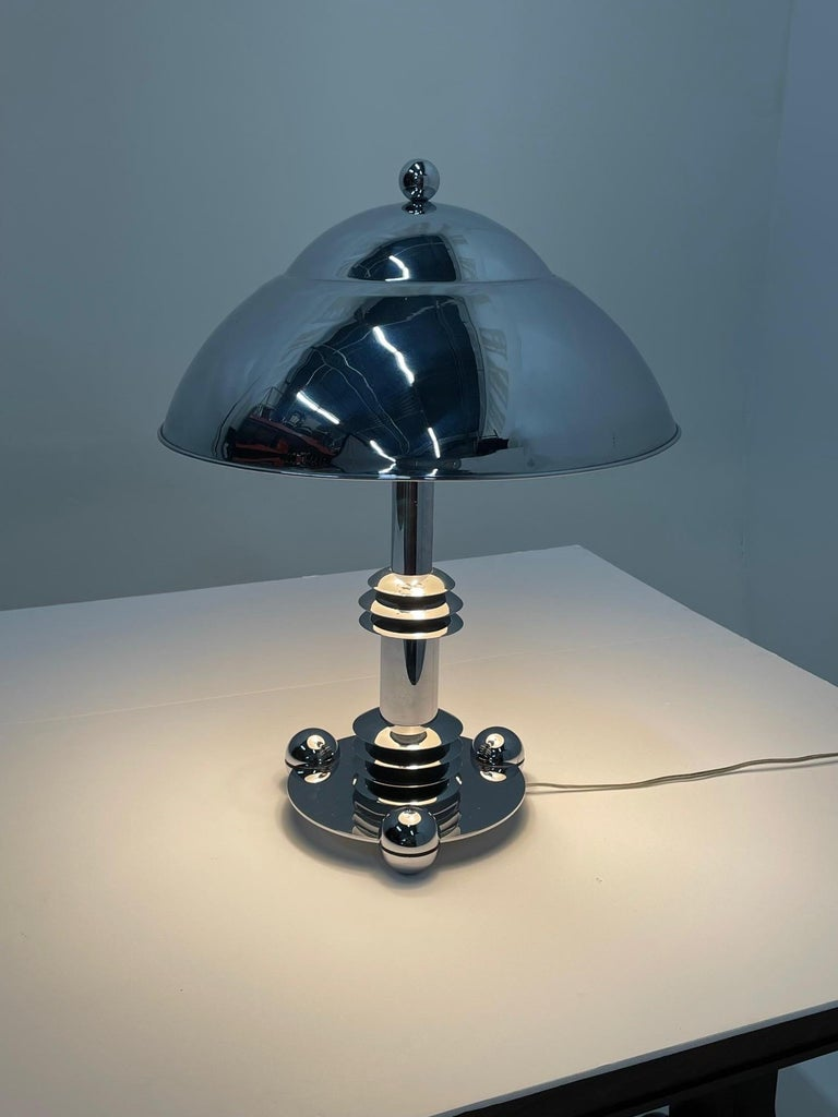 Mid-Century Modern Schnazzy Jay Spectre Chrome Desk or Table Lamp For Sale