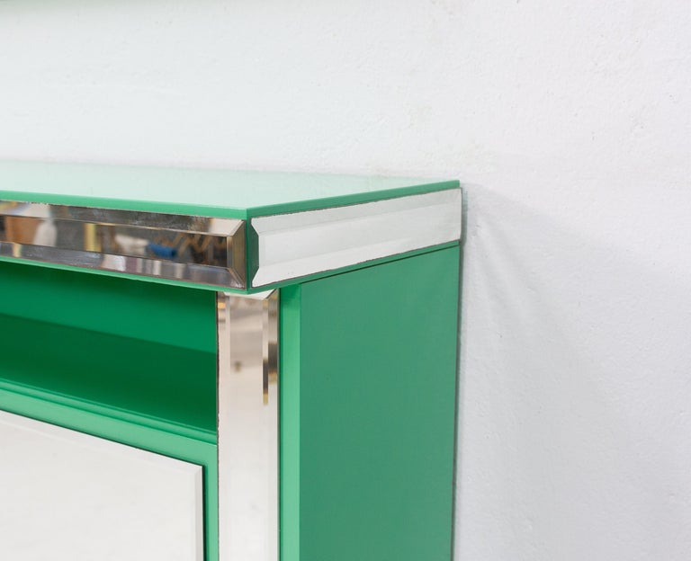 Mint green console mirror. The color of this piece is spectacular, love it. Original set 