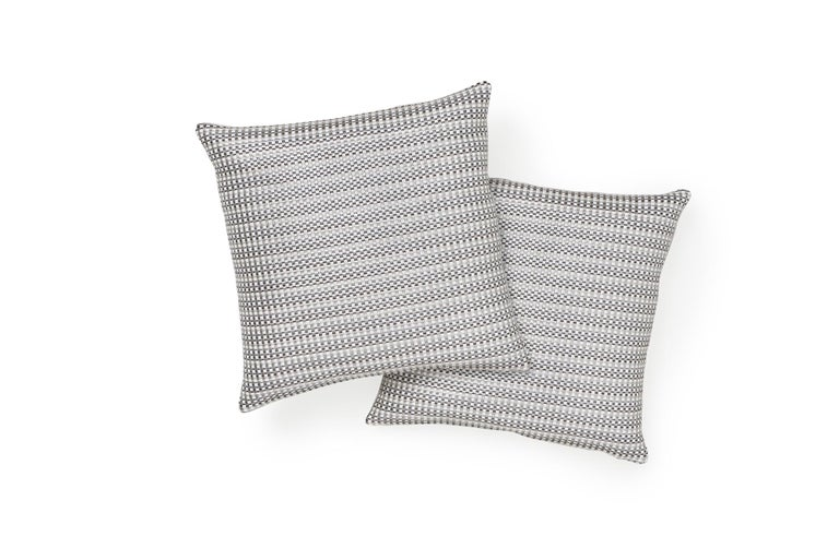 Schumacher Arlo Grey Shimmer Linen Pillow In New Condition For Sale In New York, NY