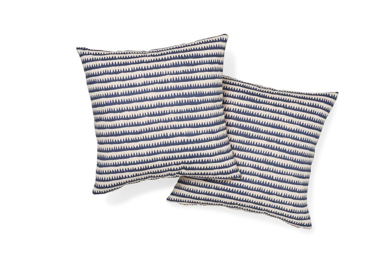 Schumacher Corfu Navy Multi Linen Cotton Pillow In New Condition For Sale In New York, NY