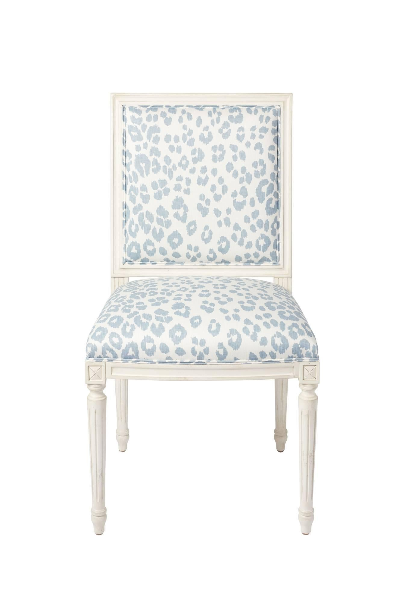 Schumacher Marie Therese Iconic Leopard Blue Hand Carved Beechwood Side  Chair For Sale At 1stdibs