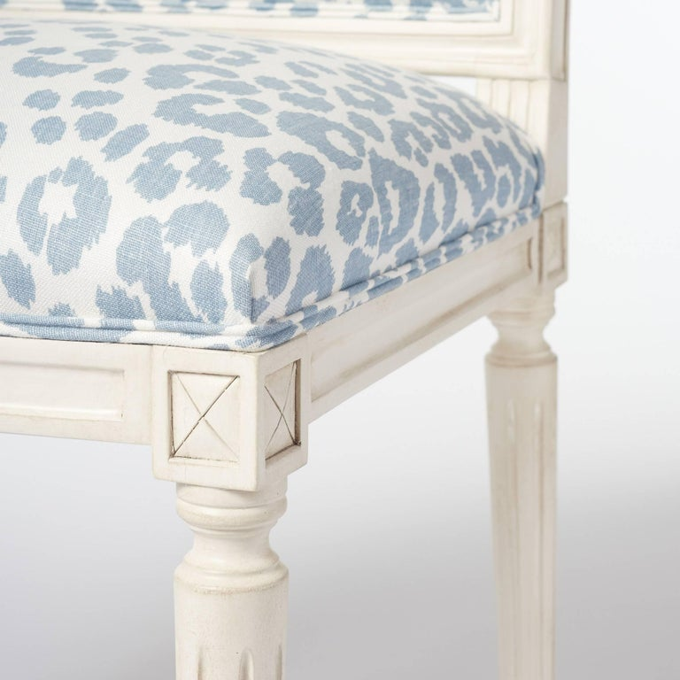 Linen Schumacher Marie Therese Iconic Leopard Blue Hand-Carved Beechwood Side Chair  For Sale