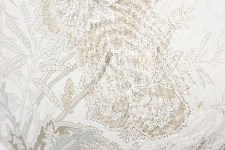 Schumacher Sandoway Vine French Floral Motif White Two-Sided Linen Pillow In New Condition For Sale In New York, NY