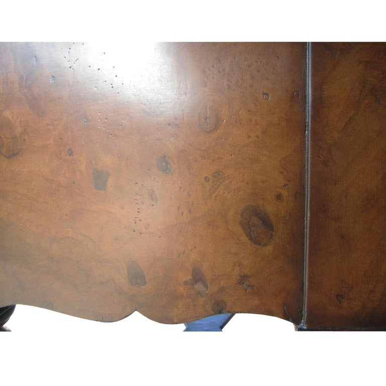 Scott Thomas Traditional Burled Walnut Console Table In Good Condition For Sale In Pasadena, TX
