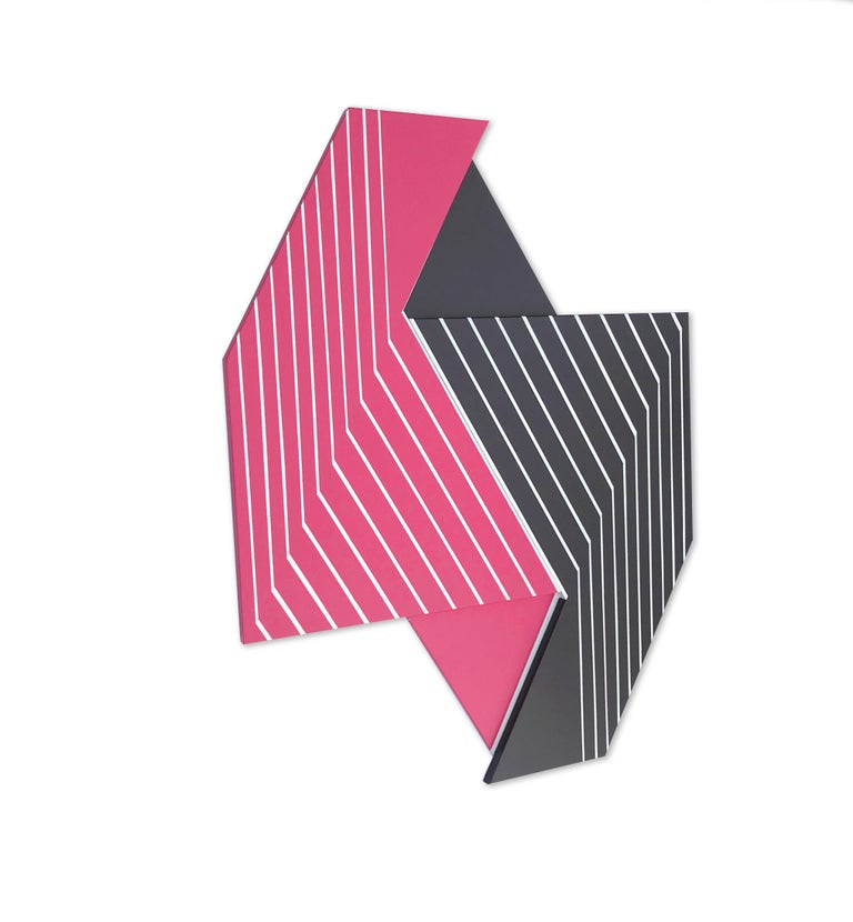 The Oculus Series came about following an intensive research on Frank Stella and his groundbreaking wall sculptures. In the same artistic vein but distinct from Stella's genius, Oculus feels nostalgic and contemporary.  This series of unique