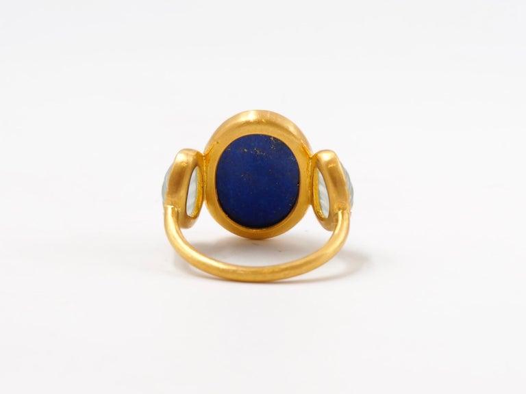 Scrives 10.41 Carat Lapis Lazuli Cabochon Aquamarine Shell 22 Karat Gold Ring For Sale 4