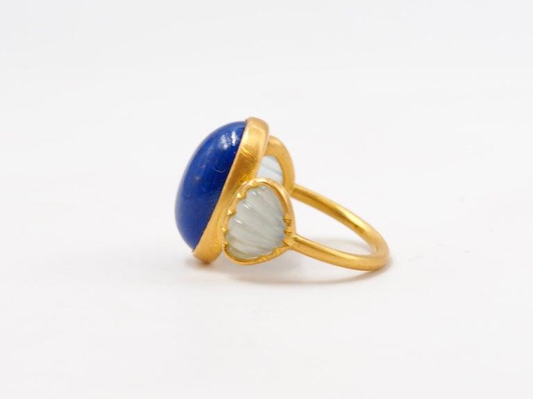 Oval Cut Scrives 10.41 Carat Lapis Lazuli Cabochon Aquamarine Shell 22 Karat Gold Ring For Sale
