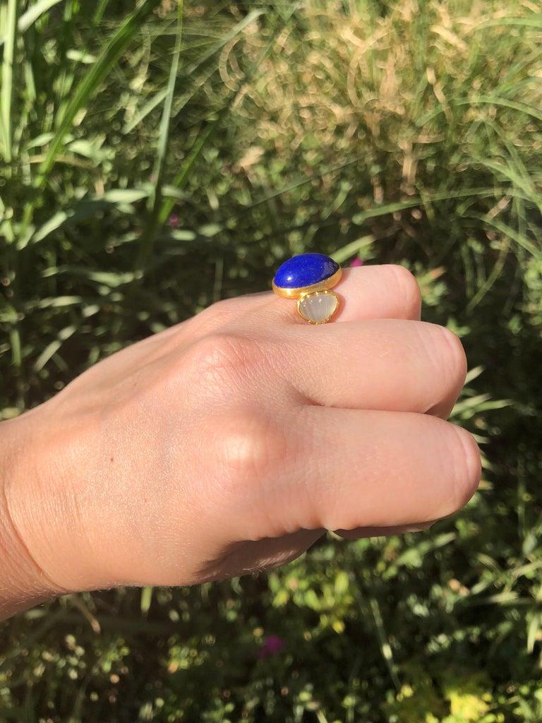Women's Scrives 10.41 Carat Lapis Lazuli Cabochon Aquamarine Shell 22 Karat Gold Ring For Sale