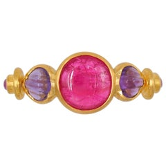Scrives 2.4 Carat Pink Red Spinel Cabochon Amethyst Pink sapphire 22Kt Gold Ring