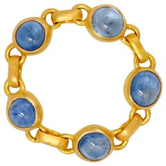 Scrives 3.15 Carat Blue Sapphire Cabochon 22 Karat Gold Chain Ring