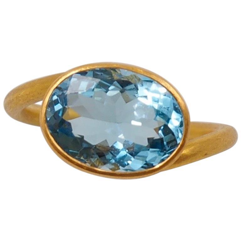 Scrives 3.4 Carat Aquamarine 22 Karat Gold Ring