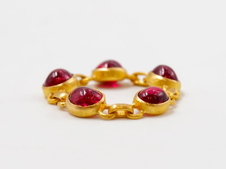 This ring by Scrives is made of 5 red spinel cabochons set in 22 karat Gold. The colours of the spinels is strong red. The spinel are natural and untreated from Myanmar / Burma.  The ring is like a chain, flexible and very confortable to wear.  You