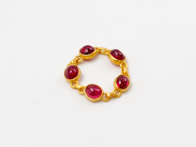 Women's or Men's 4.25 Carat Red Spinel Cabochon 22 Karat Gold Chain Ring For Sale