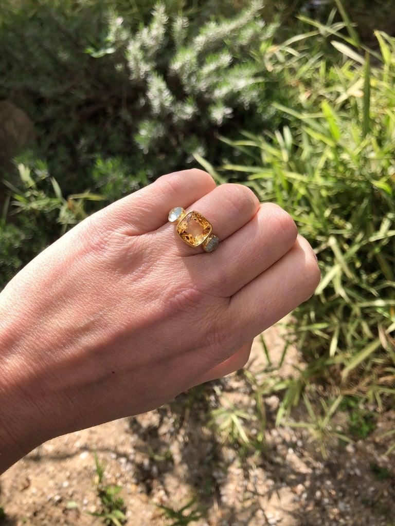 Scrives 4.53 Carat Citrine Aquamarine Shell 22 Karat Gold Ring For Sale 2