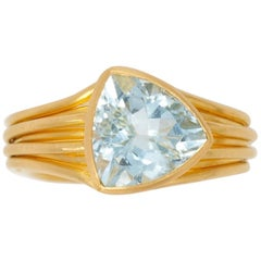 Scrives 5.2 Carat Aquamarine Trillion 22 Karat Gold Cocktail Ring