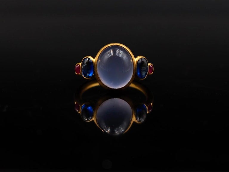 Contemporary Scrives 5.27 Carat Blue Chalcedony Kyanite Ruby Cabochon 22 Karat Gold Ring For Sale