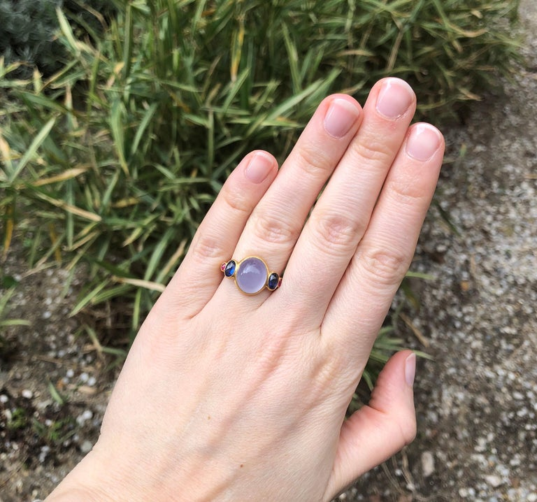 Women's Scrives 5.27 Carat Blue Chalcedony Kyanite Ruby Cabochon 22 Karat Gold Ring For Sale