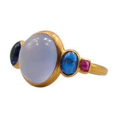 Scrives 5.27 Carat Blue Chalcedony Kyanite Ruby Cabochon 22 Karat Gold Ring
