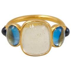 Scrives 5.3 Carat Heliodor Aquamarine Sapphire Cabochons 22 Karat Gold Ring