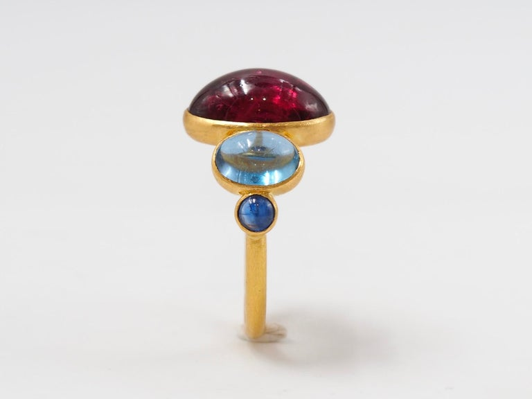 Scrives 5.92 Carat Rubelite Aquamarine Sapphire Cabochons 22 Karat Gold Ring For Sale 1