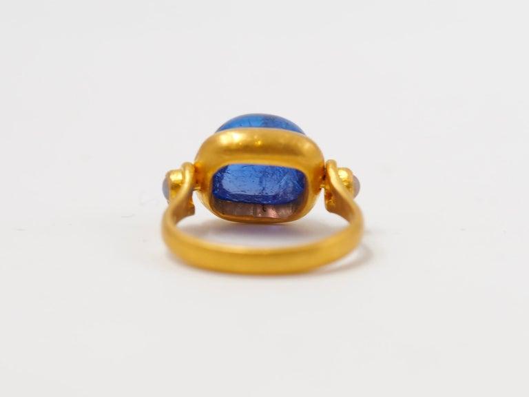 Scrives 6.46 Carat Tanzanite Sugarloaf Moonstone 22 Karat Gold Turning Ring For Sale 1