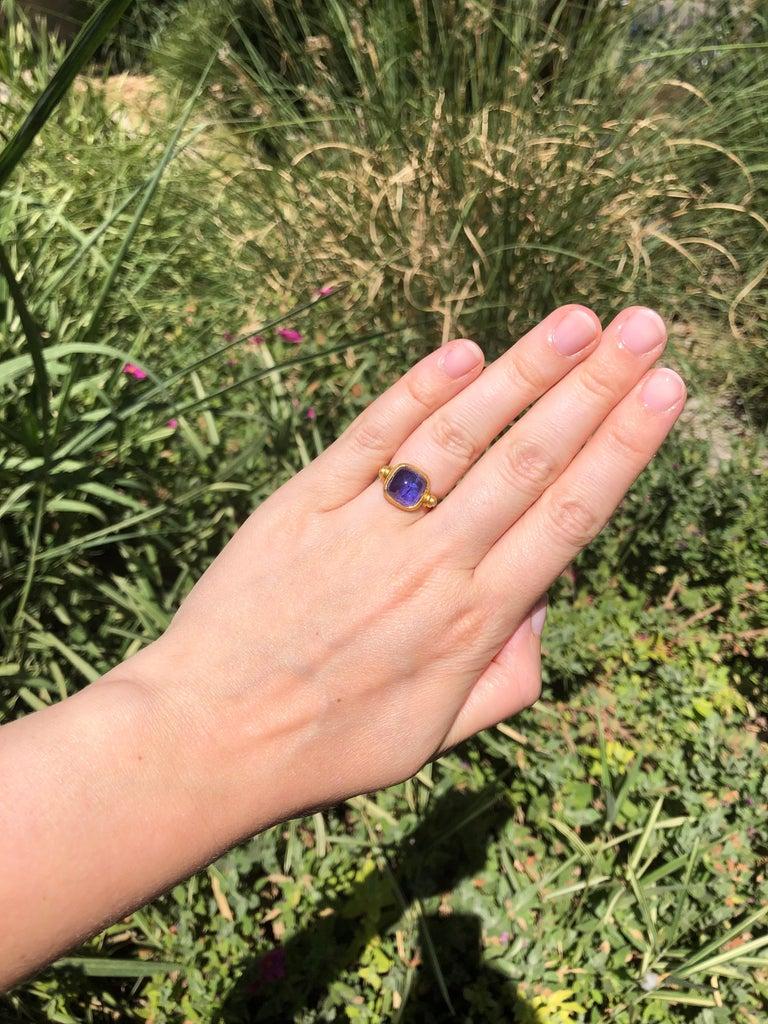 Women's Scrives 6.46 Carat Tanzanite Sugarloaf Moonstone 22 Karat Gold Turning Ring For Sale