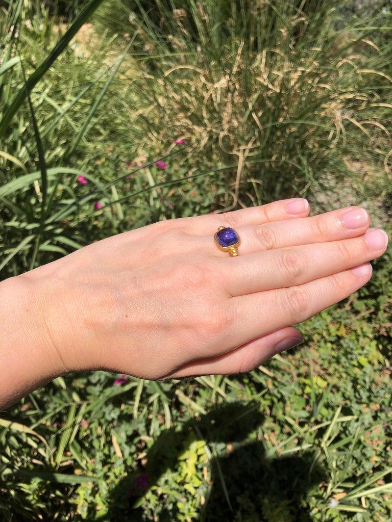 Scrives 6.46 Carat Tanzanite Sugarloaf Moonstone 22 Karat Gold Turning Ring For Sale 2