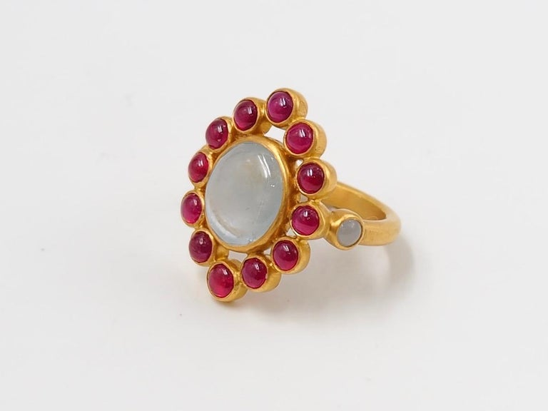 Oval Cut Scrives 6.7 Carat Grey Sapphire Ruby Jade Cabochon 22 Karat Gold Cocktail Ring For Sale