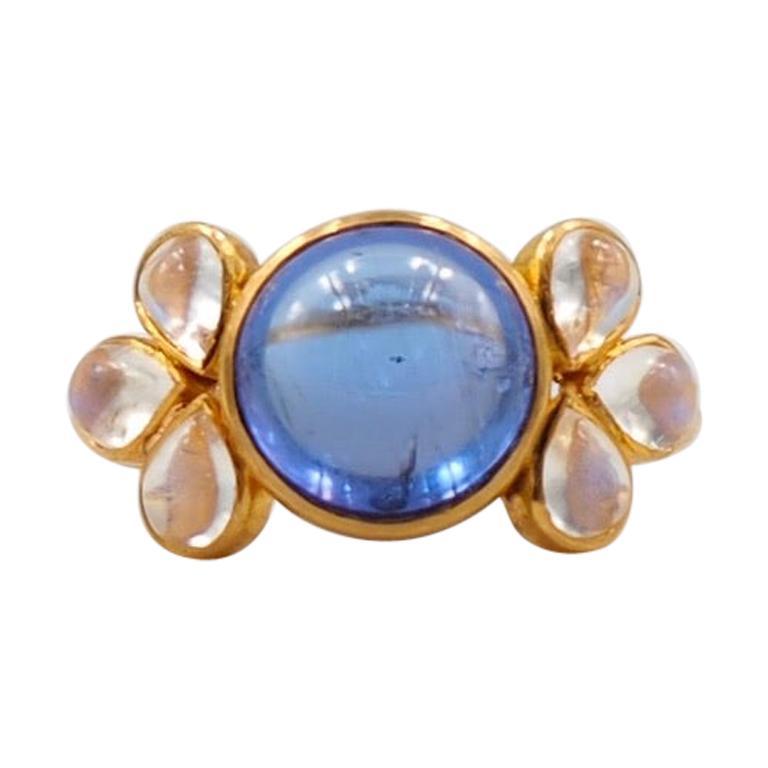 Scrives 6.95 Carat Tanzanite Moonstone Cabochon 22 Karat Gold Ring