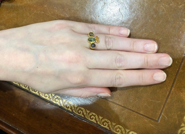 Scrives Bee Tourmaline Sapphire Cabochon 22 Karat Gold Ring For Sale 2