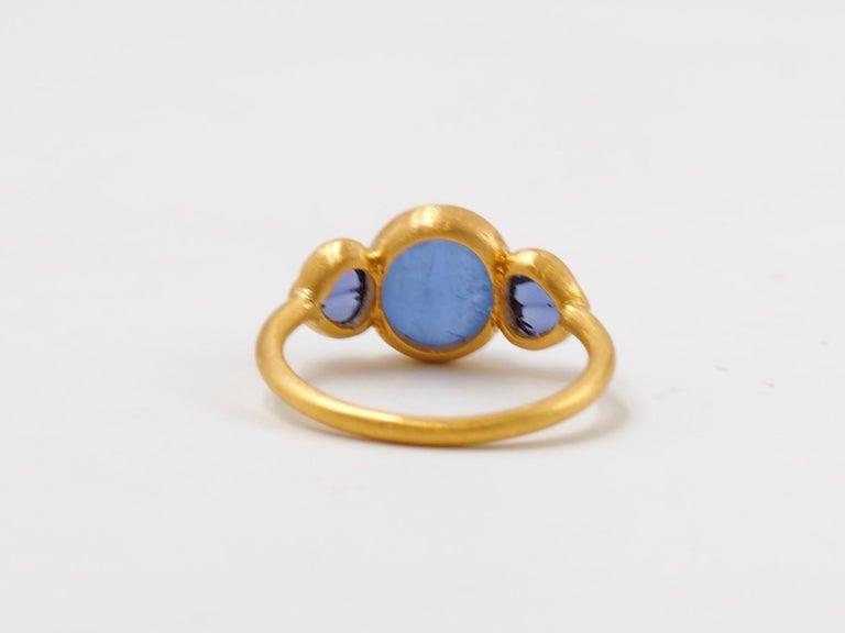Scrives Blue Hackmanite Cabochon Iolite Shell 22 Karat Gold Ring For Sale 4