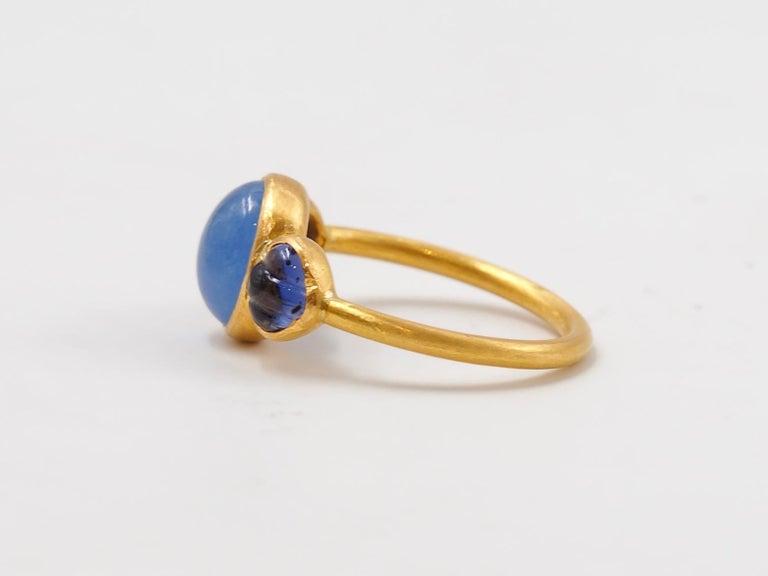 Oval Cut Scrives Blue Hackmanite Cabochon Iolite Shell 22 Karat Gold Ring For Sale