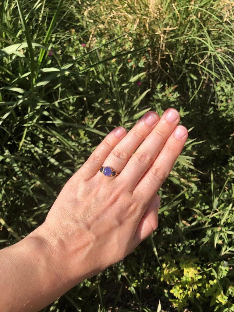 Scrives Blue Hackmanite Cabochon Iolite Shell 22 Karat Gold Ring For Sale 2