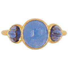 Scrives Blue Hackmanite Cabochon Iolite Shell 22 Karat Gold Ring
