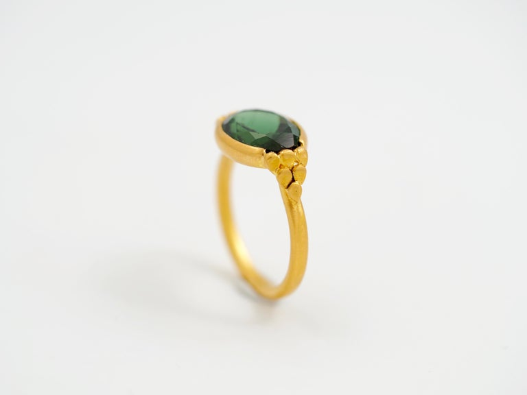 This delicate ring by Scrives is composed of a deep green tourmaline (forest green) of 4.36cts. The tourmaline is slightly showing 2 different greens. On both sides, the green is turning toward green yellowish. Whereas at the center, the green is