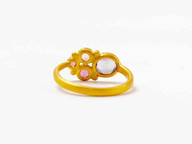 Round Cut Scrives Grey Spinel Pink Tourmaline 22 Karat Gold Ring For Sale