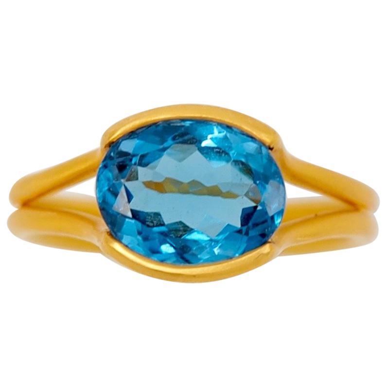 Scrives Blue Topaz 22 Karat Gold Ring