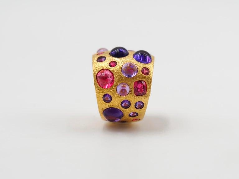 Women's Scrives Spinel Amethyst Cabochons 22 Karat Gold Hammered Ring For Sale